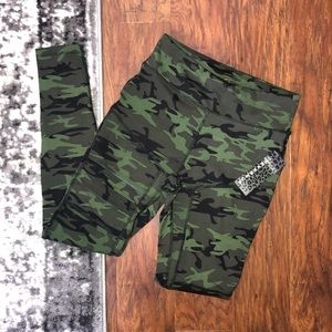 NWT! 😻 camo cut out/mesh insert leggings😻
